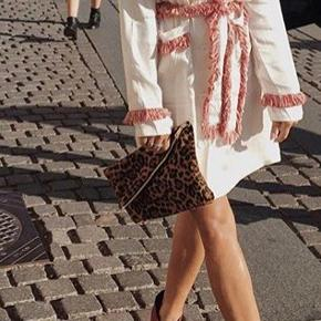Sælger denne kjole fra Hosbjerg. Np 1400kr. Mp 900kr. Brugt en enkelt gang