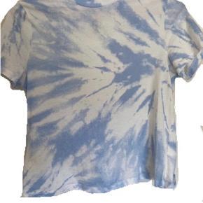 Brugt et par gange  Blå tie dye bluse/t shirt fra h&m  Byd