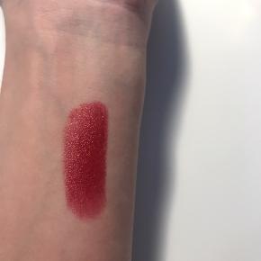 Lækker læbestift fra Estee Lauder Farve: Forbidden Apple  Nypris: 280.-