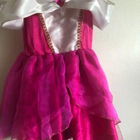 Super fin prinsesse kjole fra Legoland.  Str 5/6  Mp 75,-  Hentes 6700 Esbjerg.