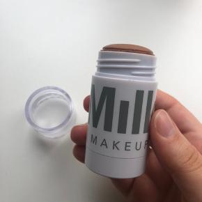 Makeup, Næsten som ny. Horsens - Brugt 3 gange.. Makeup, Horsens. Næsten som ny, Brugt og vasket et par gange men uden mærker eller skader