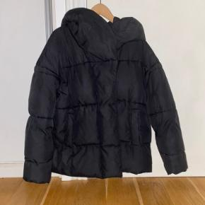 Varm dunjakke / vinterjakke fra H&M med hætte
