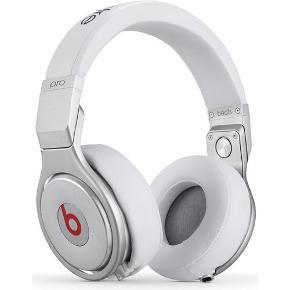 Beats Pro sælges med original ledning og kasse. Rigtig god stand, brugt ca. 20 gange