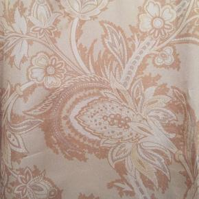 Smuk silkekjole med lommer, længde 92 cm, hoftemål ca 130