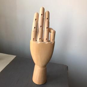 Hay wooden hand træfigur.