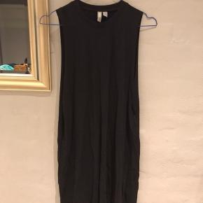 Pæn sort T-shirt kjole fra ASOS🌸