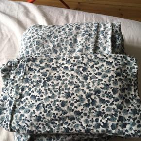 Dobbeltdyne sengetøj fra Ikea. Brugt dog uden skader Mål 240x220