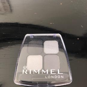 Rimmel eye shadow - 4 farver evt. til smokey eyes. Aldrig brugt.