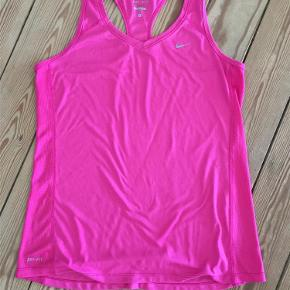 Den klassiske kvalitetstop fra Nike ..  trænings top Farve: pink Oprindelig købspris: 350 kr.