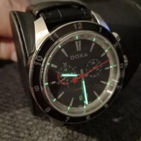 43 mm Helt ny aldrig brugt Doxa Grancircuit ur. Qartz værk. Med box og certifikat. Spørg for mere info. Kan sendes på købers regning. Anonnsen bliver slettet kun hvis varen er solgt!!!