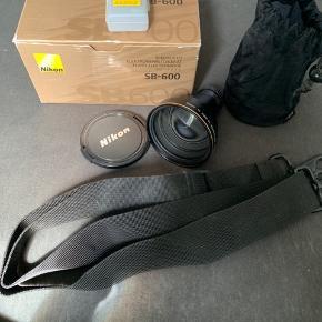 Nikon camera udstyr linse, nyt batteri og speedlight, plus camera rem Skal af med det da jeg ikke bruger det så bare BYD der er ingen fast pris!