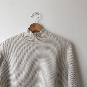Off white ribbed mock neck sweater in excellent condition. Super soft material and extremely warm! Ask about bundle discounts for my other items!