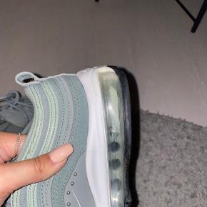 Købt i Nike butik i New York, marts 2019. Få brugstegn på sålen. Sender gerne flere billeder. Pris er inkl. fragt
