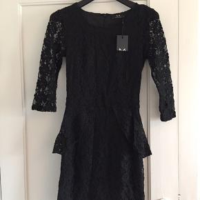 Fin sort blondekjole fra Modström. Originalpris var 900 kr, men er købt på tilbud. Sælges da jeg endnu ikke har fået den brugt.
