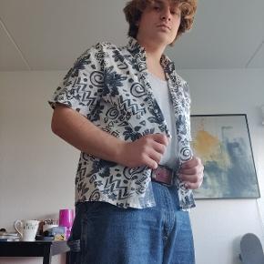 Sindsyg fed Hawaii skjorte sidder pisse godt og silke agtigt materiale