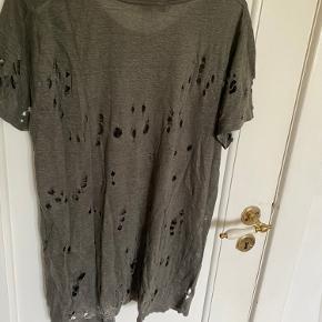 Super fin t-shirt fra IRO. Ikke nogen synlige brugsspor   Mp: 250kr
