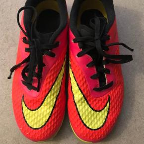 Varetype: Sneakers Farve: Orange Oprindelig købspris: 700 kr.  Nike indendørssko