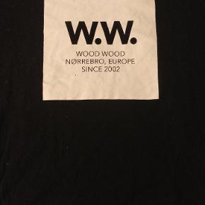 Der er intet galt med trøjen, den er næsten aldrig blevet brugt, men kan ikke passe den længere.