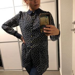 Fin skjorte Str: 34 Prisen er ikke fast, så byd endelig :)