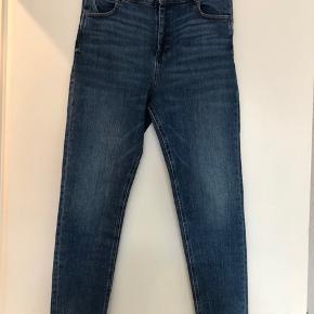 Skinny jeans med stretch. Lille i størrelsen.