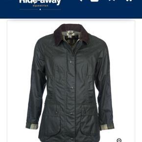 Købt i forkert størrelse. Aldrig brugt. Flere billeder af jakken kan sendes.