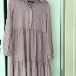 Virkelig fin pieces kjole! Brugt  , men igen tegn på slid og stadig i rigtig god stand!😌skriv gerne hvis info/billedet mangler