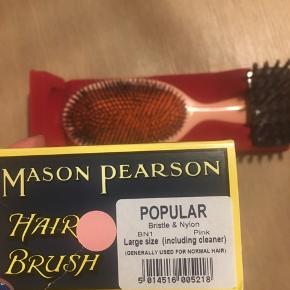 Se billeder, der står beskrivelsen af hvilken børste det er! Helt ny, aldrig brugt:-)  Bytter ikke!