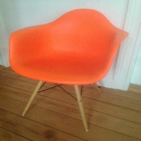 Eames DAW, orange