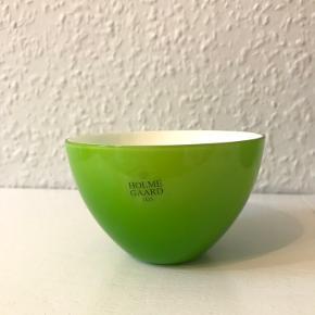 Lille smuk glasskål fra Holmegaard. Diameter: ca. 10 cm  Glas skål, farvet glas.