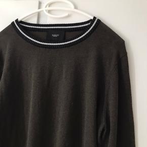 Sælger denne Neo noir trøje. Aldrig blevet brugt