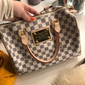 Efterligning af Louis Vuitton taske, lidt slids hist og pist ellers er den god kvalitet.. sælges for en anden