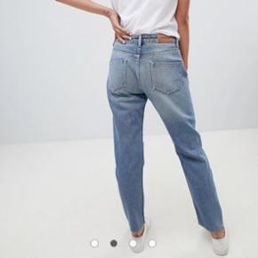 2nd day blå 'stevie' denim jeans str 27, passer en helt normal small. Nypris var 1.150 kr og de er aldrig brugt da jeg ikke selv kan passe dem desværre :/