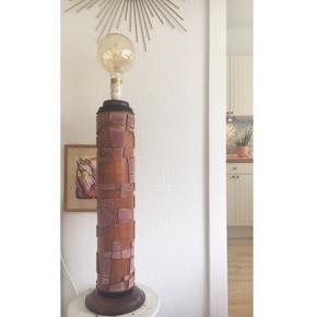 Smukkeste standerlampe af gammel tapetvalse. Fungerer upåklageligt :-)