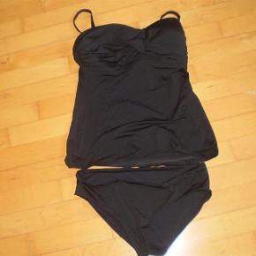 Varetype: Bikini som ny Størrelse: 80D og str 40 i trusser Farve: Sort Oprindelig købspris: 500  Bikini/Tangini  Str 80D med fyld og str 40 i trusser  Brugt få gange