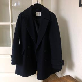 Envii frakke / jakke Str. XS - men oversize og passer str. S helt perfekt.  Den er navy / mørkeblå  Næsten helt ubrugt og fejler intet☃️🖤