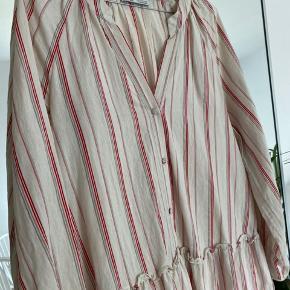 Fineste kjole fra Zara, ikke brugt særligt meget🌷 Bud ønskes