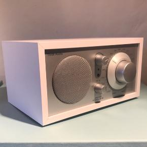 Flot Henry Kloss Model One AM/FM radio i tidløst design. Flot stand.