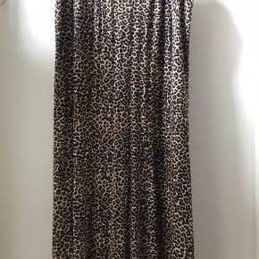 Lækker Jersey printet Leo nederdel  Str M ( 46-48!)