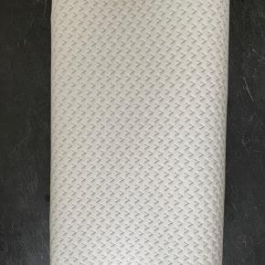 WELLPUR KVALITETSHOVEDPUDE BRUGT ÉN GANG   Kvalitetspude i trykaflastende AIR memory-skum, som modvirker spændinger i nakke og skuldre. Blødt betræk i 67% polyester/33% bambusviskose, som kan vaskes ved 40°C  30x50x10/7 cm