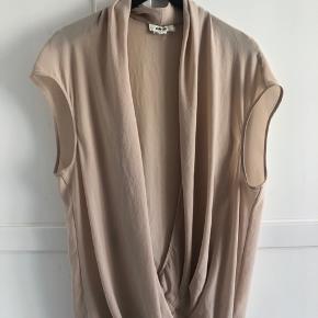 Smuk silke draperet top fra Helmut Lang