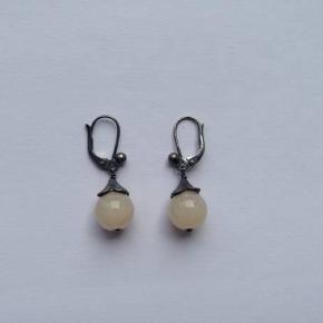 Søde øreringe i oxideret sølv 925.  Højde: 3,3 cm.  Stemplet: 925. JAa