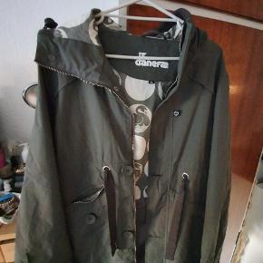 Danefæ overgangsjakke, brugt få gange og derfor i meget pæn stand - størrelse XL. Ny pris 1499 kr.