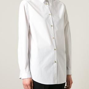 Smuk skjorte fra Acne Studios. Fejler intet. Brugt 1-2 gange, vasket 1 gang i hånden.  Model: Clio Tech Pop