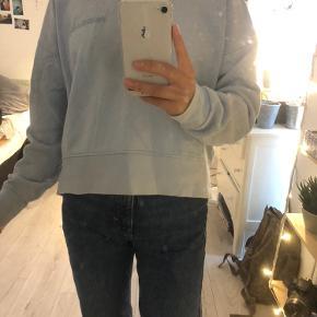 Super fed sweatshirt fra Mads Nørgaard. Sælges hvis der kommer et godt bud.  Sælges da jeg ikke får den brugt så ofte. Prisen er ikke fast, men byd