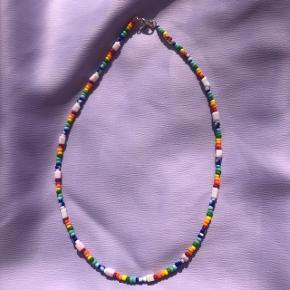 Perle halskæde choker Multifarvet  Ⓜ️Mål: 37,5 cm 💮 Prisen er fast og inkl Porto Forsølvet messing lås