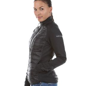 Peak hybrid jakke. Lækker overgangs/forårs jakke fra peak performance. Får den ikke brugt derfor sælges den