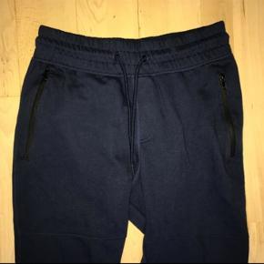 Helt nye jogging bukser fra h&m, sælges da de er købt for små, str S
