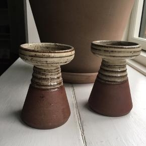 KK keramik Danmark lysestager (Kingo Keramik). Prisen er for sættet.  Mål:  - H:12 cm  - Ø:8 cm