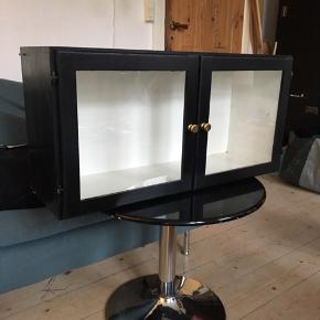 Vintage vitrine med patina og skrammer 😊Mål: 40x80x25cm