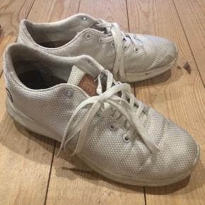 Lækre sneaks - har ikke forsøgt at vaske dem ;))